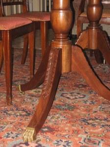 tavolo particolare piedi